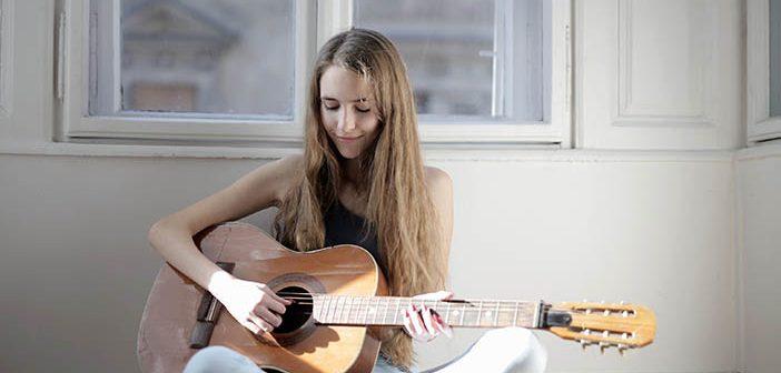 Kako začeti z igranjem kitare?