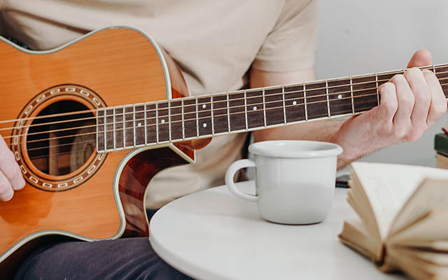 Samouk igranja kitare